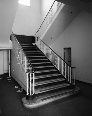 Stairway_in_ford_plant_in_LA_from_HABS